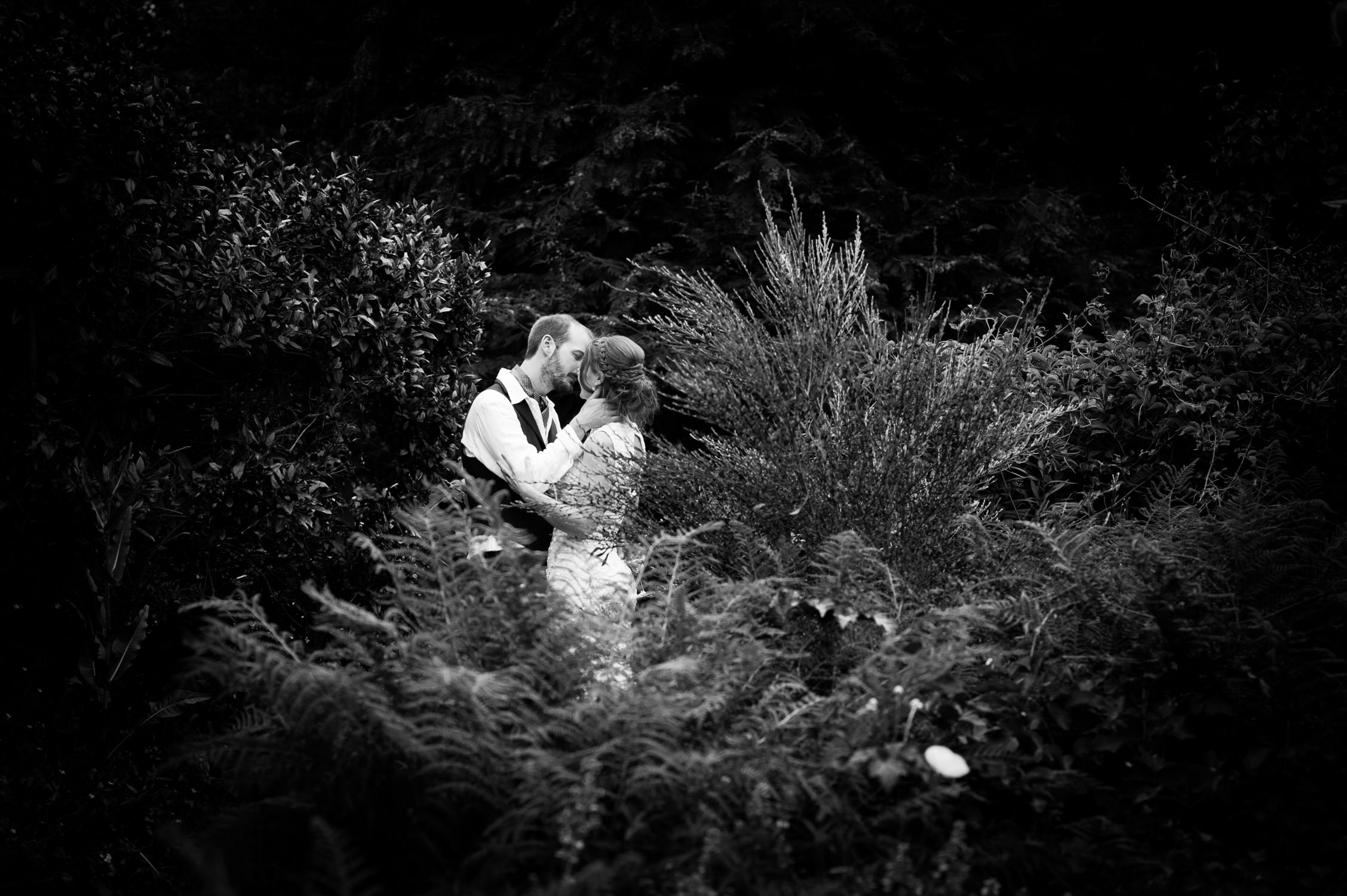country ways cottages wedding north devon photographer, bride and groom in the garden